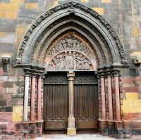 Colmar_-_Gothic_portal_of_Saint_Martin_Church.jpg
